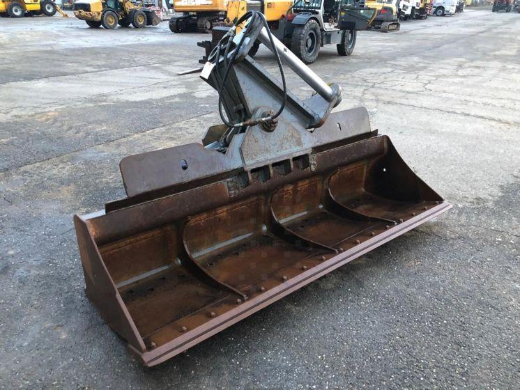 Liebherr Curage orientable