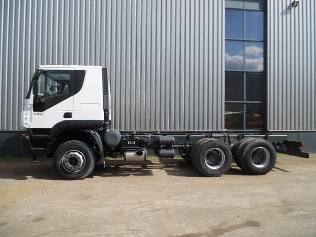 Iveco Trakker 420 6x4 chassis cabine